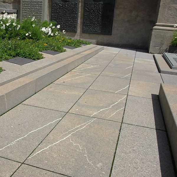 Guber natursteine ag aussenbereich for Steinplatten in holzoptik